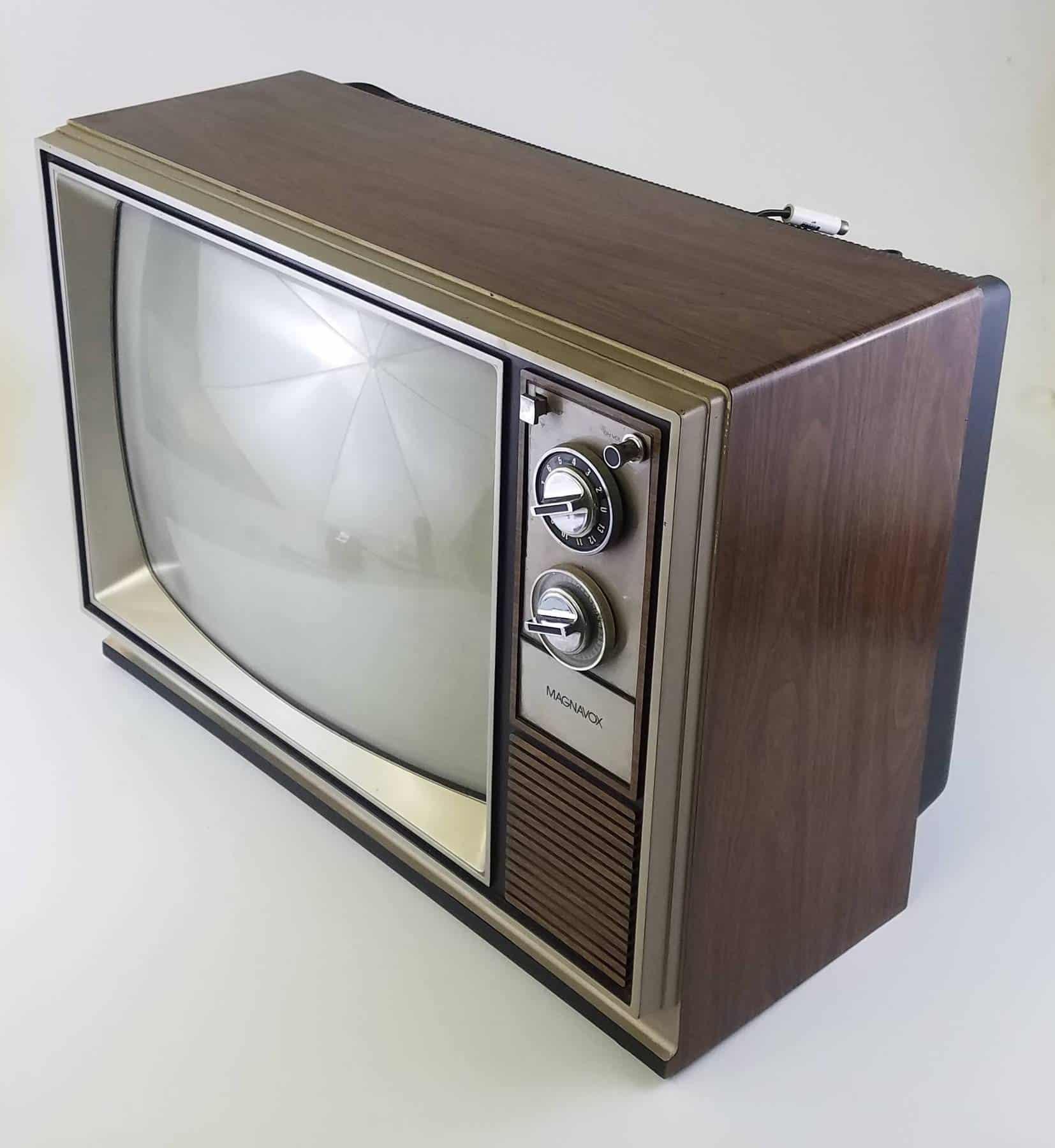 Woodgrain 1980's Color TV 19